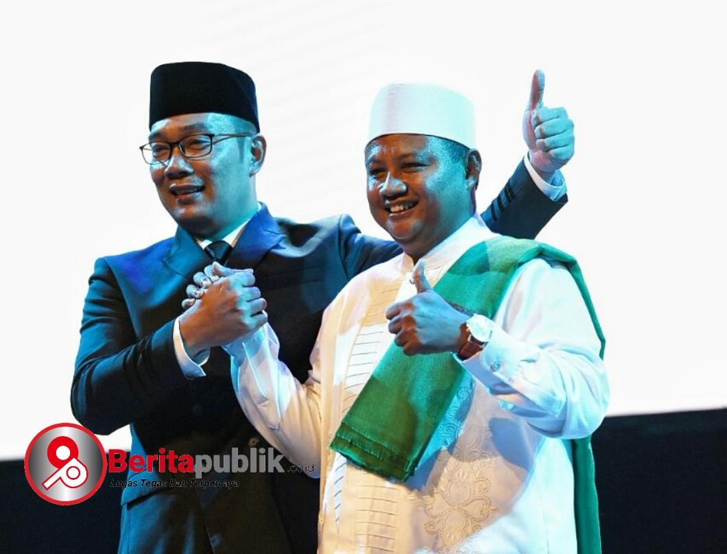 Calon Gubernur Jawa Barat Ridwan Kamil dan calon Wakil Gubernur Jabar Uu Ruzhanul Ulum