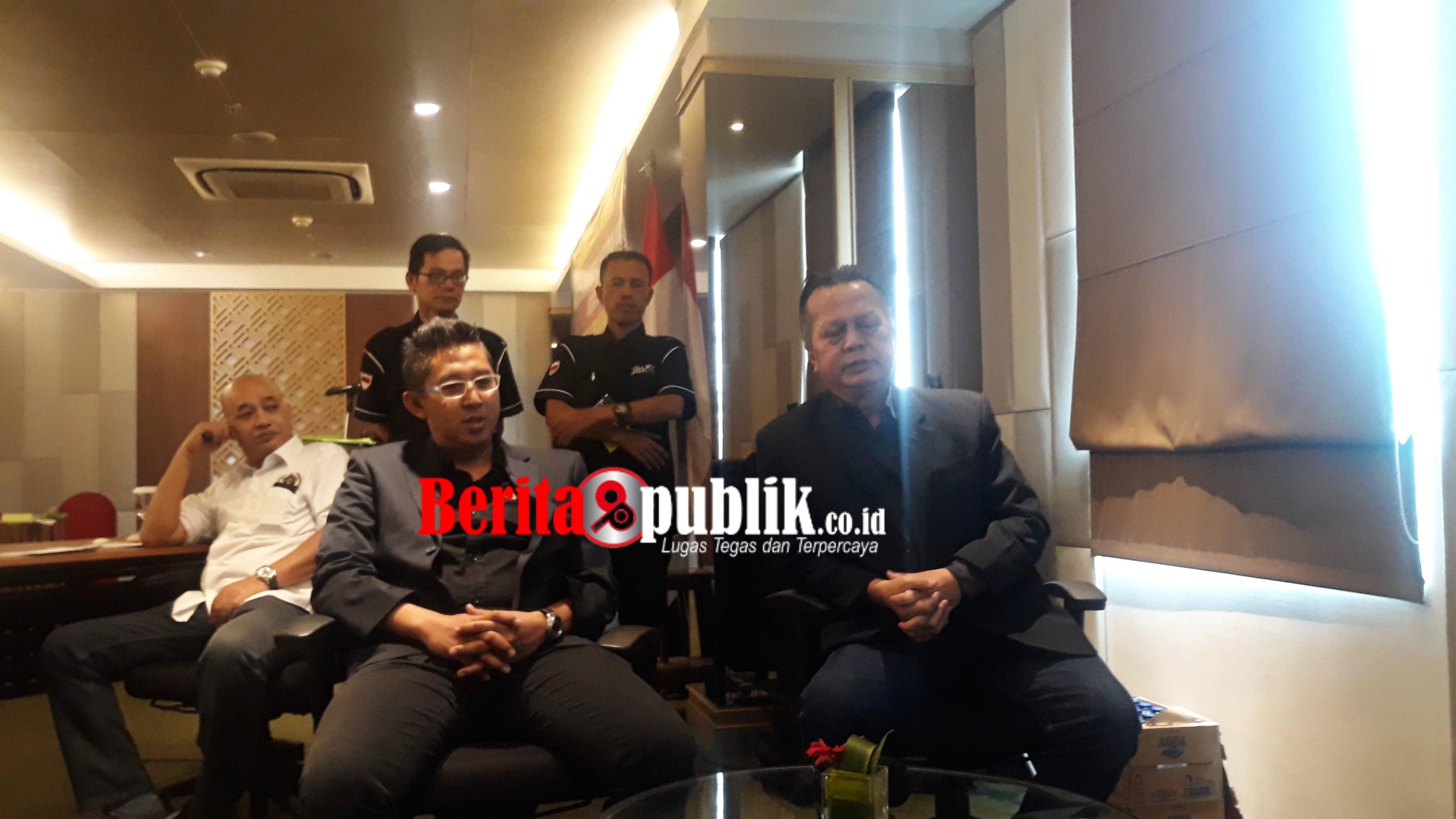 Pengamat Politik, Tubagus Adi menggelar Konfrensi Pers di Hotel Park