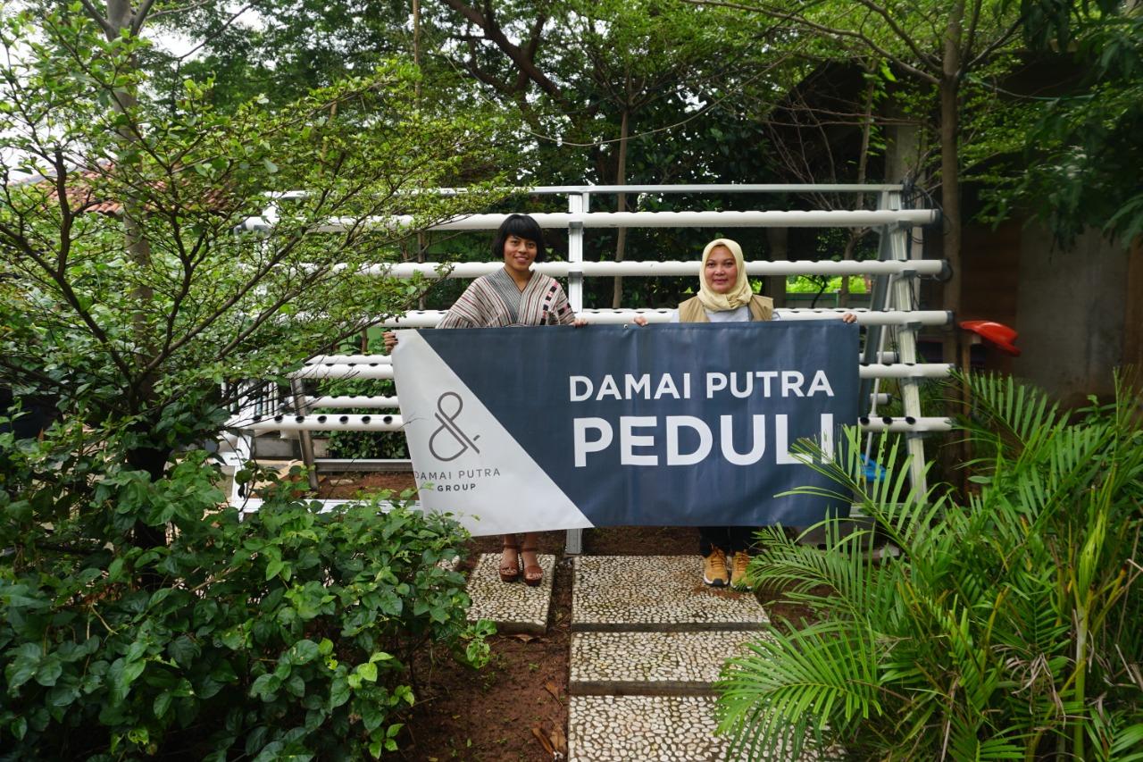 Damai Putra Group (DPG) melakukan serah terima Kebun Hidroponik untuk Kecamatan Medan Satria yang diserahkan secara simbolis kepada Lia Erlina selaku Camat Medan Satria.