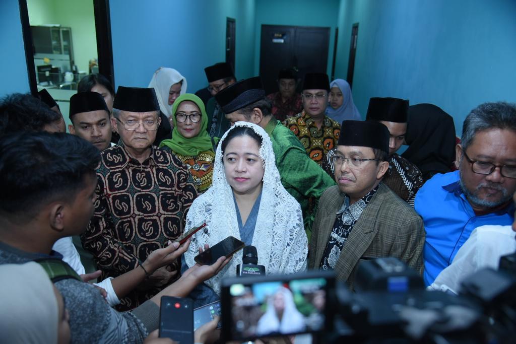 Foto Caption : (Tengah) Ketua DPR RI, Puan Maharani.