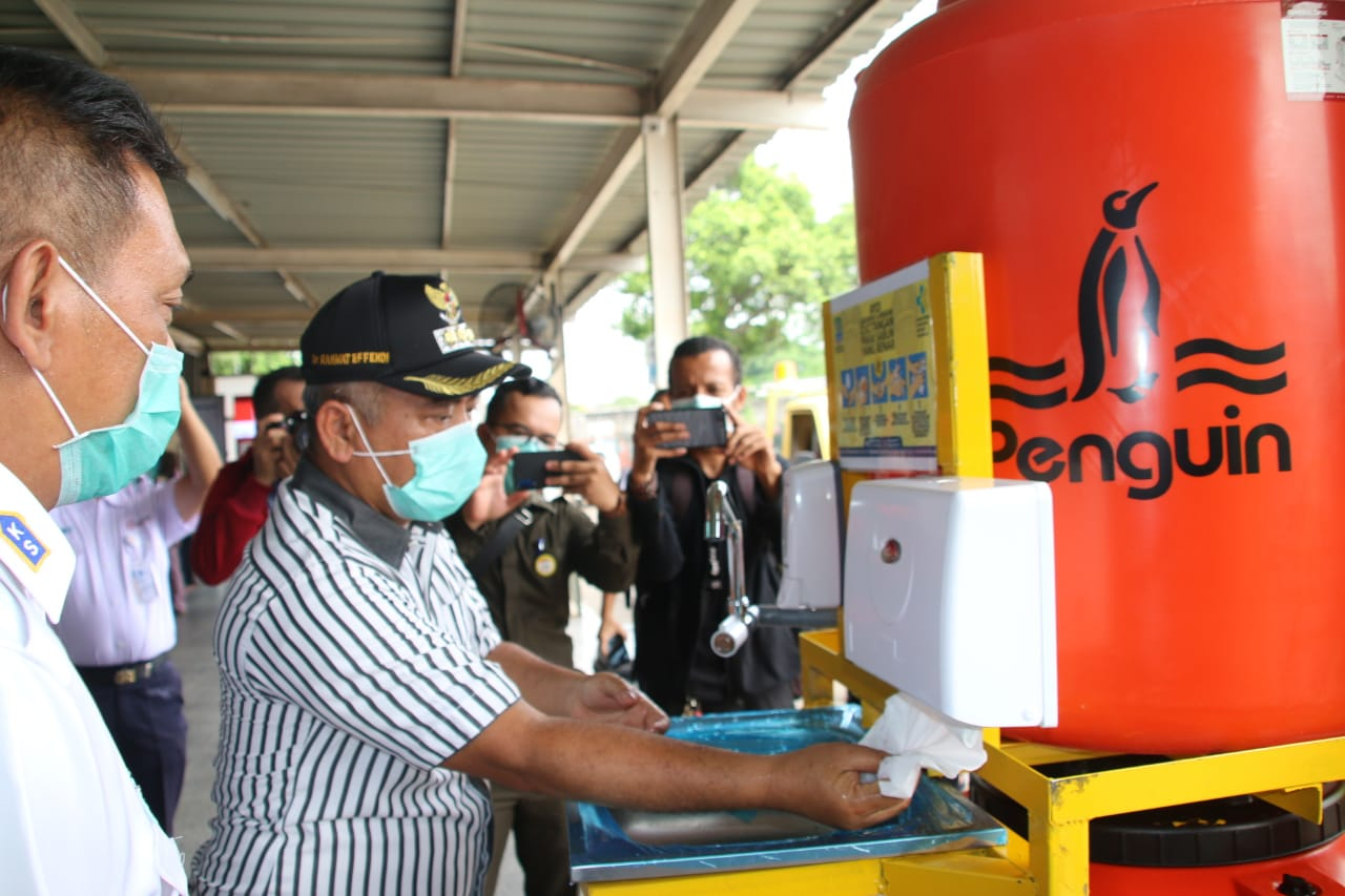 Walikota Bekasi, Rahmat Effendi Sebar Wastafel Portable di 6 Titik Pusat Keramaian Cegah COVID-19.