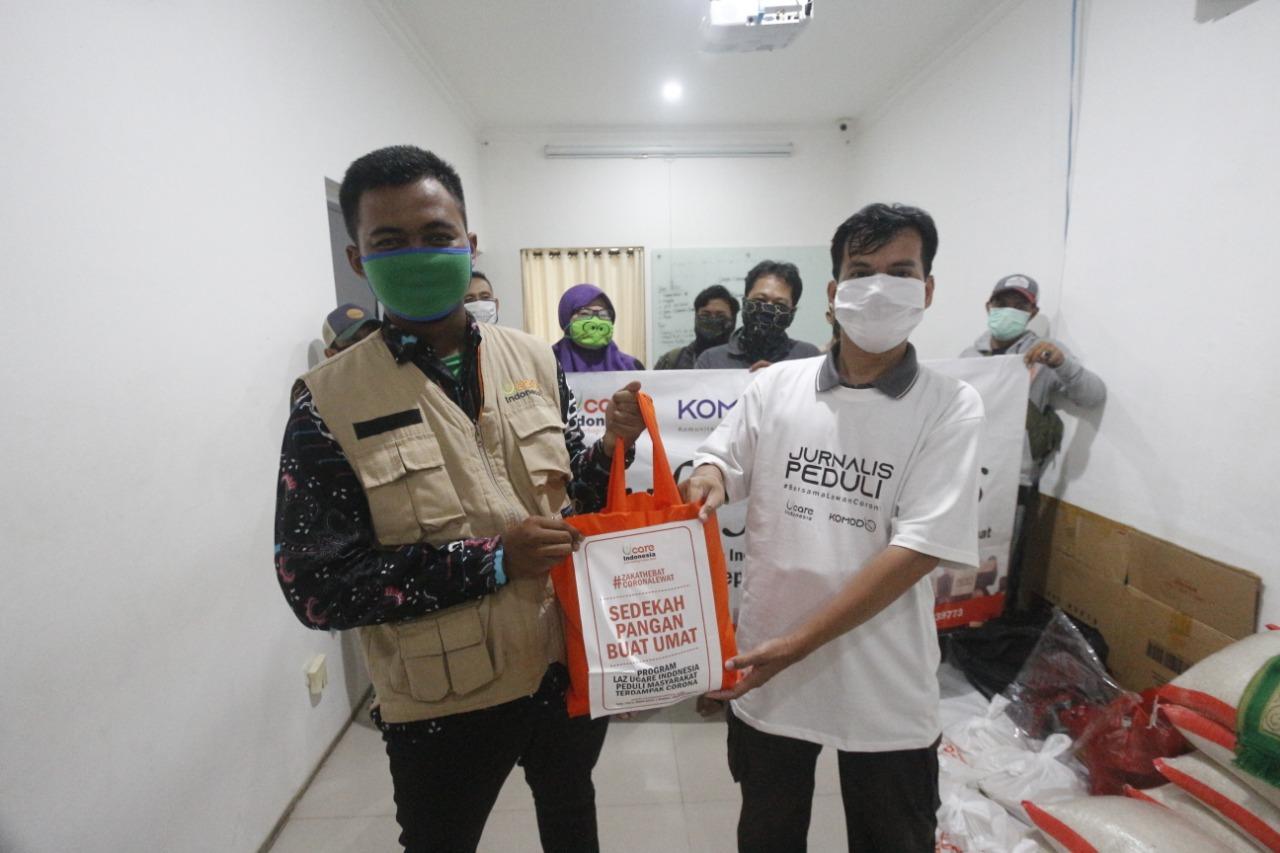 Peduli Jurnalis, U Care Indonesia Bagikan Sembako, Selasa (14/4).