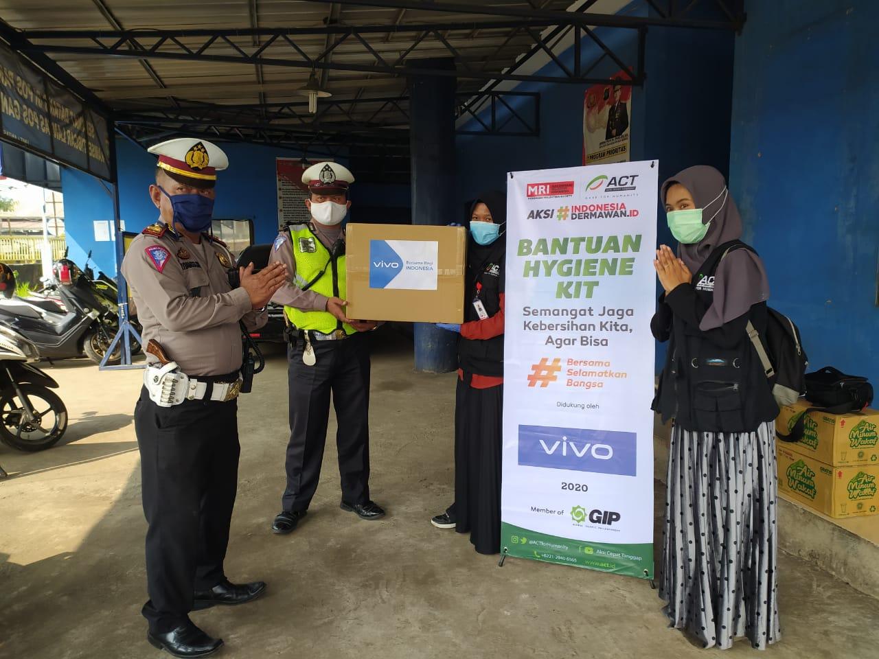 Aksi Cepat Tanggap (ACT) Bekasi Bagikan 28 ribu lembar masker gratis untuk Warga Kota Bekasi, Rabu (15/4).