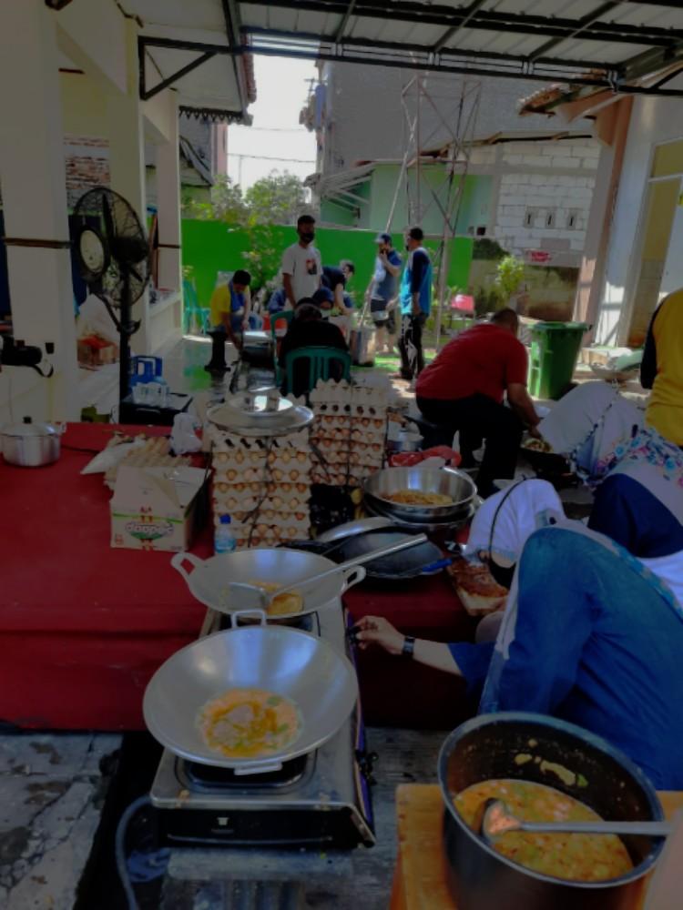 Pemerintah Kota Bekasi Siagakan Dapur Umum di 12 Kecamatan, Kamis, (16/4).