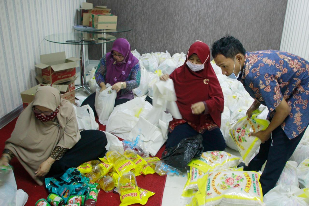 PDAM TB Salurkan Sembako, Rabu (6/5).