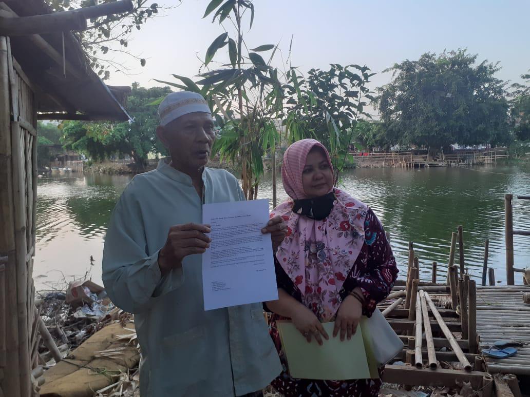 Pemilik lahan seluas 798 M2, H. Hambali yang didampingi anak kandungnya Siti Fatimah yang akrab disapa Eneng, Senin, (20/7).