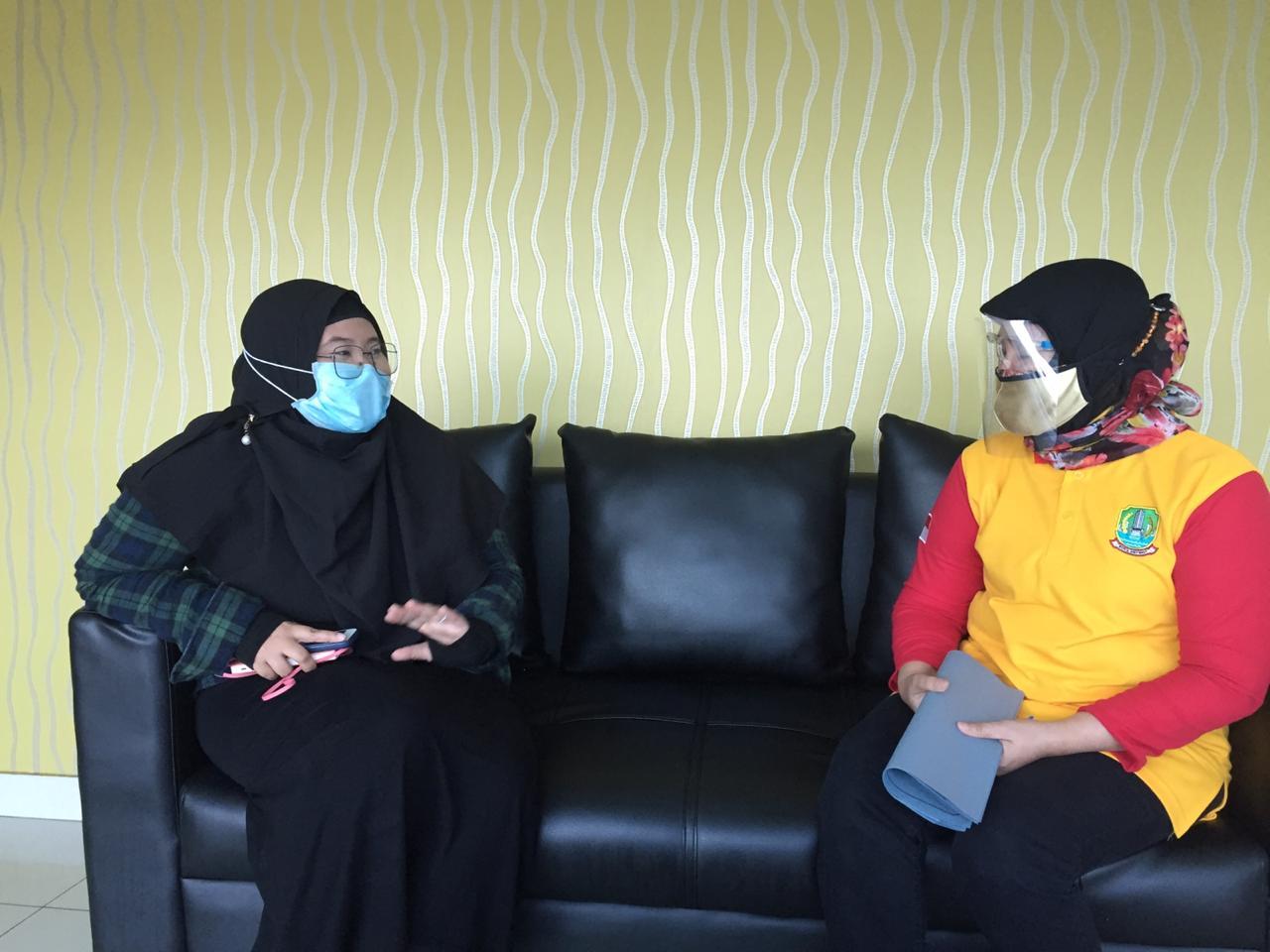 Kepala DPPKB Kota Bekasi, Marisi saat ditemui Tim Redaksi Beritapublik.co.id disela-sela kesibukannya di ruang kerjanya, Rabu, (29/7).