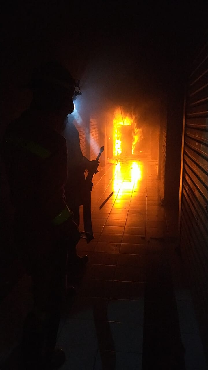 Foto Caption: Luas area yang terbakar 500 meter persegi dari total area 5.000 meter persegi, Selasa, (15/9).