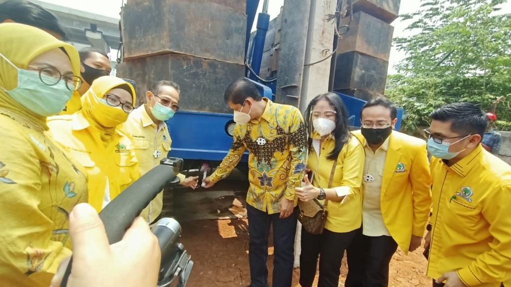Groundbreaking pembangunan gedung DPD Partai Golkar Kota Bekasi di Jalan Ahmad Yani No. 25 Margajaya, Bekasi Selatan, Selasa (29/9).