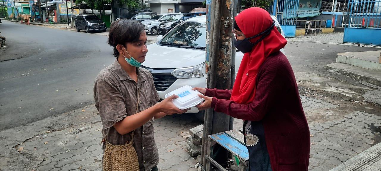 Teladanku, Jum'at, (15/1) Berbagi Nasi Kotak untuk Pengais Rezeki di Kota Bekasi Guna Membangun Ketahanan Pangan Masyarakat saat Pandemi Covid-19.