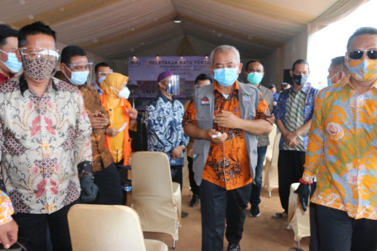 Walikota Bekasi, Rahmat Effendi (Tengah)