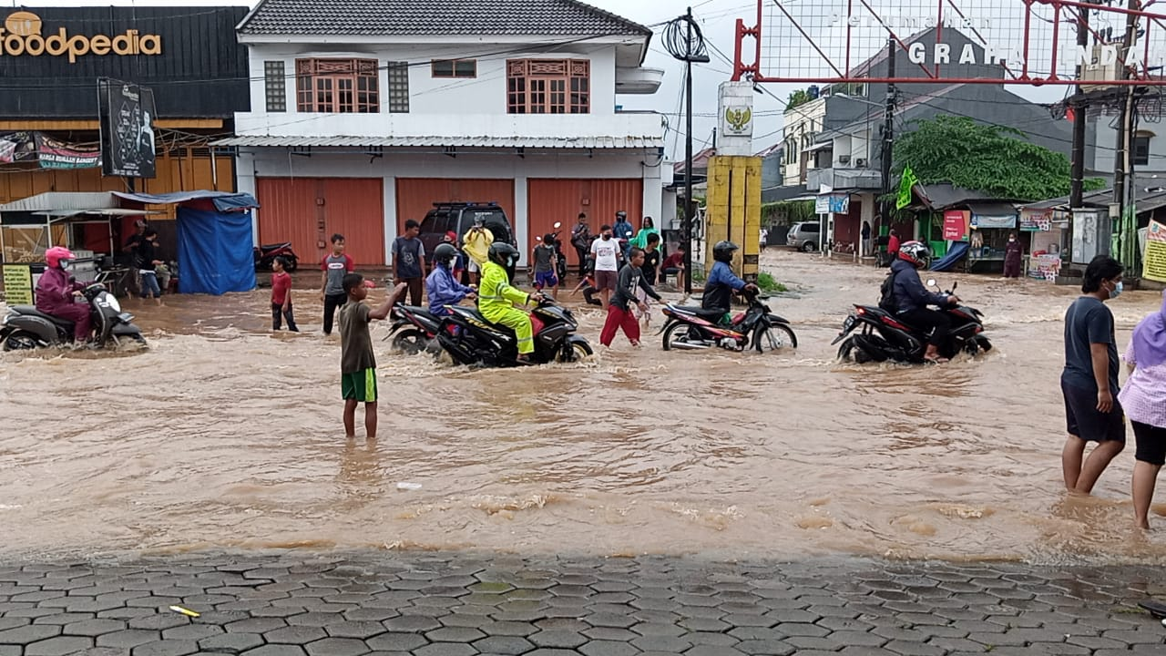 Kondisi Akses Jatimekar Tergenang Air, (19/2).